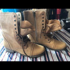 Troopa Steve Madden combat boots